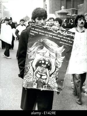4. April 2012 1. Mai 1980 iranische Botschaft-Belagerung A Demonstrator in Kensington Gore, London, in der Nähe - Stockfoto