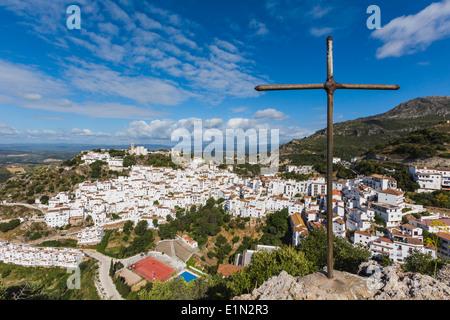 Casares, Provinz Malaga, Andalusien, Südspanien. Typisch weiß getünchten Berg Stadt im Hinterland der Costa Del - Stockfoto