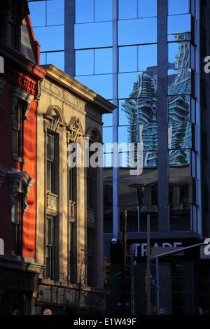 Reflexion entlang Yonge Street, Toronto, Ontario - Stockfoto