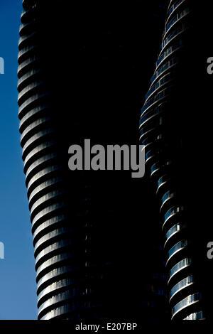 Absolute Türme, Mississauga, Kanada. Architekt: Müller Architekten, 2012. Das Absolute Türme Leuchten nebeneinander - Stockfoto