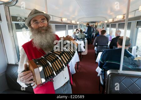 Manitoba Kanada Via Rail Zug den kanadischen zwischen Toronto und Vancouver Diner Wagen von einem Passagier spielen - Stockfoto