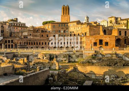 Trajan-Forum und Markt-Panorama in Rom am Ende des Tages kurz vor Sonnenuntergang - Stockfoto