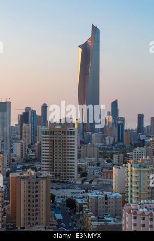 Kuwait-Stadt, der Al Hamra Gebäude, höchste in Kuwait im Jahr 2011 abgeschlossen - Stockfoto