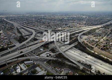 Richter Harry Pregerson Interchange, Kreuzung der i-105 und Interstate 110 bei (Glenn Anderson Freeway und Harbor - Stockfoto