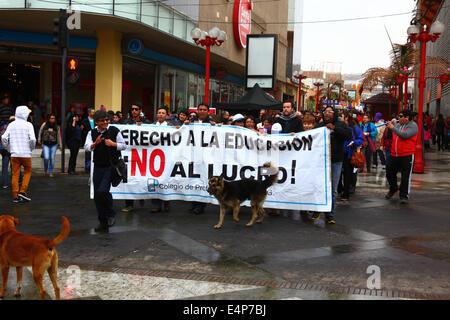 März Lehrer während einer Protestaktion gegen die Regierung Bildungspolitik fordern das Recht auf kostenlose Bildung, - Stockfoto