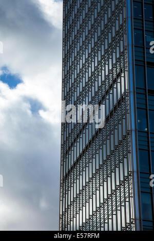 London, England - Canary Wharf, 25 Bank Street - Detail der modernen, zeitgenössischen Architektur - Stockfoto