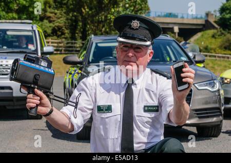 Lisburn, Nordirland. 25. Juli 2014. -Superintendent Gerry Murray startet die Sicherheitskampagne PSNI Straße, einschließlich - Stockfoto