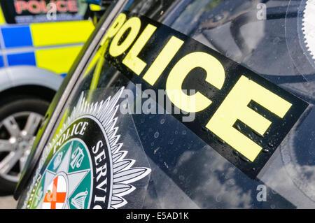"""Lisburn, Nordirland. 25. Juli 2014. -""""Police"""" auf der Vorderseite eines Motorrades Credit: Stephen Barnes/Alamy - Stockfoto"""