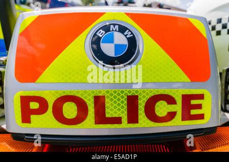 """Lisburn, Nordirland. 25. Juli 2014. -""""Police"""" auf der Rückseite eines Motorrades Credit: Stephen Barnes/Alamy Live - Stockfoto"""