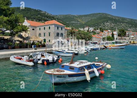 Angelboote/Fischerboote im Hafen, Bol, Insel Brac, Dalmatien, Kroatien - Stockfoto
