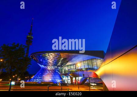 BMW Welt in München in der Nacht, Bayern, Deutschland, Europa - Stockfoto