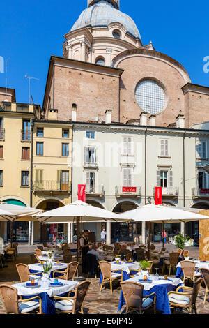 Restaurant in Piazza Delle Erbe im Zentrum der historischen Stadt von Mantua, Lombardei, Italien - Stockfoto
