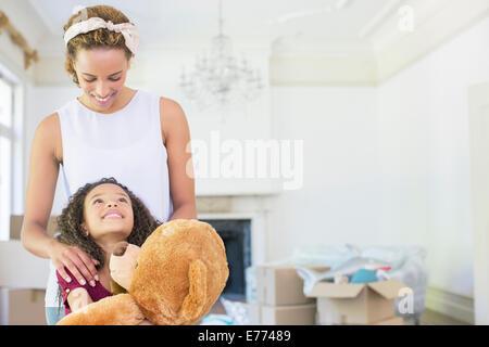 Mutter und Tochter sahen einander - Stockfoto