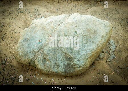 Plymouth Rock, der Stein, auf dem die Mayflower Pilger im Jahre 1620 landeten. Massachusetts - USA. - Stockfoto