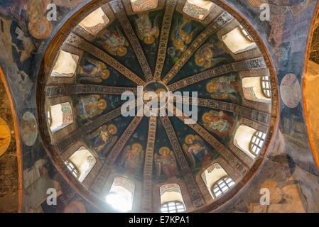 Eines der dekorativen Kuppeln der Chora-Kirche in Istanbul, Darstellung der Jungfrau Maria mit Kind. - Stockfoto