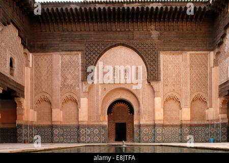 Ben Youssef Medersa ist die größte Medersa in Marokko, ursprünglich eine religiöse Schule unter Abou el Hassan gegründet. - Stockfoto