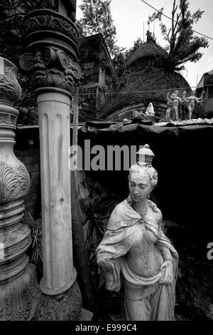 Eine Statue ist unter vorbereiten, in den traditionellen Töpfern, den Vorort von Kumartuli für die Kumars (Bildhauer), - Stockfoto