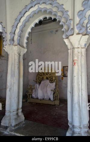 Idol der Göttin Durga ist unter bereiten im traditionellen Töpfer Vorort Kumartuli, benannt nach dem Kumars (Bildhauer), - Stockfoto