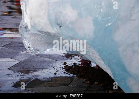 Kopenhagen, Dänemark. 26. Oktober 2014. Die Kunst im öffentlichen Raum Stück Ice Watch in der City Hall von dänisch - Stockfoto