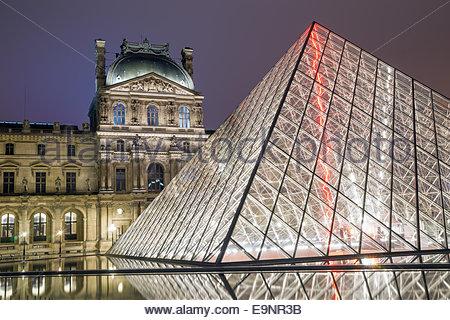 Paris - Le Louvre - Stockfoto