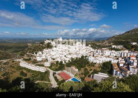 Casares, Provinz Malaga, Andalusien, Südspanien. Typisch weiß getünchten Berg Stadt nicht weit landeinwärts von - Stockfoto