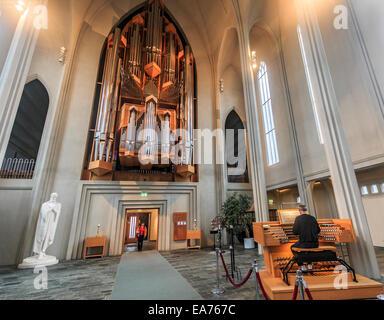 Innen Hallgrímskirkja, ein Wahrzeichen evangelische Pfarrkirche in Reykjavík, Island - Stockfoto
