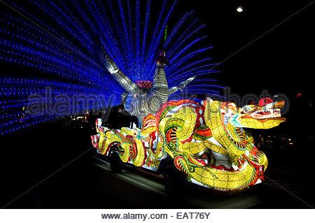 Schwimmern Leuchten Straßen der Stadt während der Lotus Lantern Festival. - Stockfoto