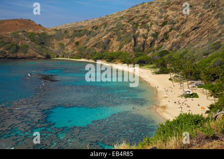 Strand von Hanauma Bay Nature Preserve (in alten Vulkankrater), Oahu, Hawaii, USA - Stockfoto