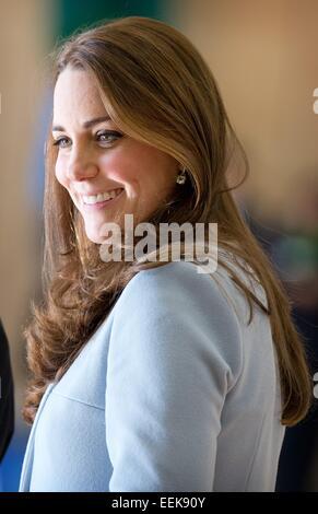 London, UK. 19. Januar 2015. Catherine, Herzogin von Cambridge bei der Eröffnung der Kensington Aldridge Academy - Stockfoto