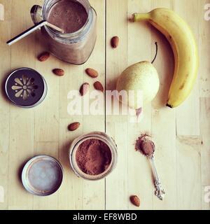 Schoko-Bananen-Smoothie ein Zutaten - Stockfoto