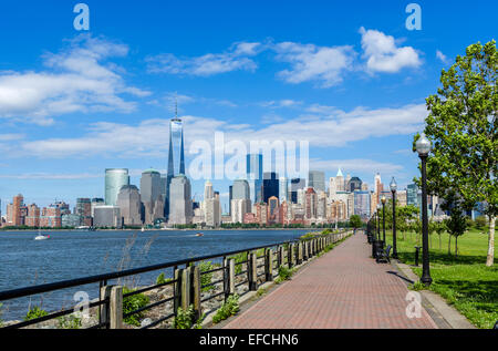 Die Skyline von Lower Manhattan in New York City Dowtown betrachtet über den Hudson River vom Liberty State Park - Stockfoto