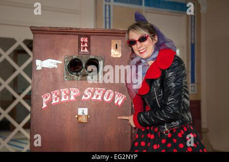 """Blackpool, Lancashire, UK 14. Februar 2015.  Vicki Andrews und """"Die wunderbare Box von Peeps & Freuden"""" durch eingelegte - Stockfoto"""