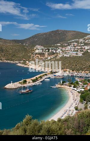 Blick über Stadt und Hafen mit Gulets, Kalkan, Lykien, Provinz Antalya, Mittelmeerküste, Südwest-Türkei, Türkei, - Stockfoto
