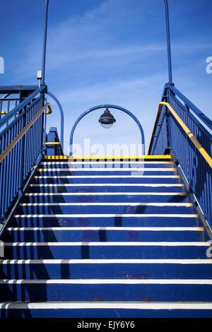 Treppe zum Bahnhof zu beenden - Stockfoto