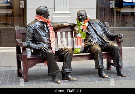 "London, England, UK. Bronzestatue im Old Bond Street - ""Verbündeten"" (Lawrence Holofcener - 1995) Winston Churchill - Stockfoto"