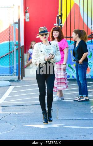 27.SEPTEMBER.2013. LOS ANGELES GWEN STEFANI UND SOHN ZUMA ROSSDALE UNTERWEGS IN LOS ANGELES, USA. EINEN HUT LEOPARDEN - Stockfoto