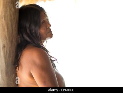 Panama, Darien Provinz Puerta Lara, Frau Wounaan Native Gemeinschaft - Stockfoto