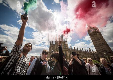 London, UK. 30. Mai 2015. Protest gegen Sparpolitik auf Westminster Bridge Kredit: Guy Corbishley/Alamy Live-Nachrichten - Stockfoto