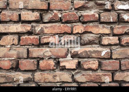 Hintergrund der bunten Ziegel Wand Textur. Mauerwerk. Abblätternde Farbe. Muster der rustikalen Grunge Material. - Stockfoto