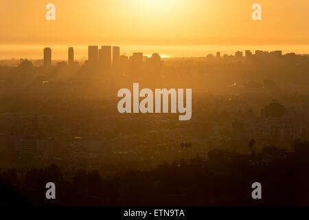 Skyline von Los Angeles bei Sonnenuntergang, Kalifornien, USA - Stockfoto