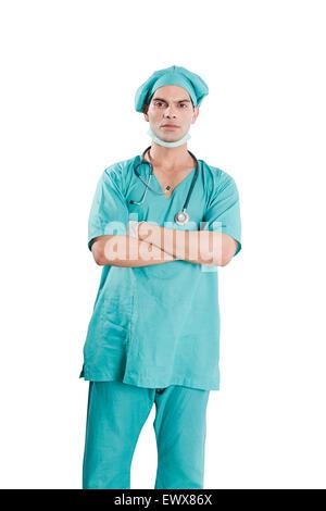 1 indische Chirurgen Mann Arzt stehende pose - Stockfoto