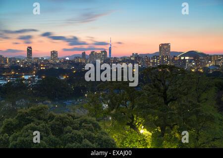 Küstengebiet Skyline bei Sonnenuntergang, Fukuoka, Kyushu, Japan, Asien - Stockfoto