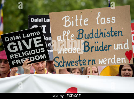 Wiesbaden, Deutschland. 12. Juli 2015. Anhänger der Shugden-Bewegung gegen den Dalai Lama zu protestieren, da sie - Stockfoto