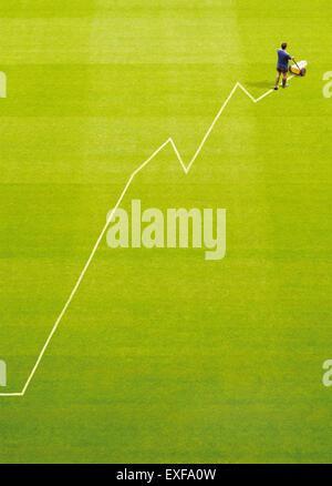 Ein Platzwart Malerei ein Gewinn-Diagramm auf einem Stellplatz - Stockfoto