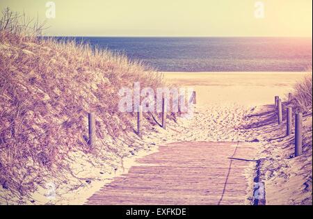 Retro-getönten Foto von einem Strand Weg, alte Film-Filter angewendet. - Stockfoto