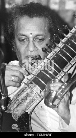 Berühmte indische Sitarspieler Pandit Ravi Shankar - Stockfoto