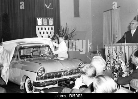 Verkehr/Transport, Auto, Fahrzeug Varianten, Ford Taunus 17M de Luxe, Präsentation, 1957, Additional-Rights - Clearences - Stockfoto