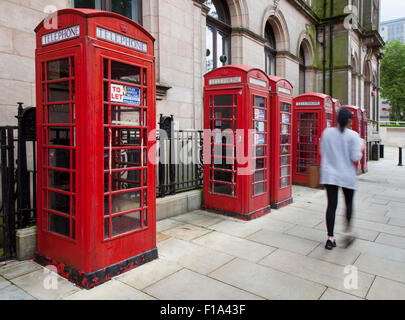"""Leute, K6 Alte Art GPO, oder BT rote Telefonzellen beworben als """"mit verschiedenen Verwendungen, die von dem Agenten - Stockfoto"""