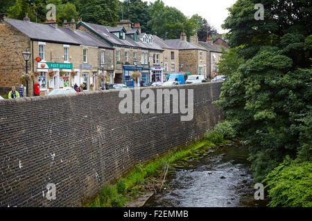 Marple Bridge in Stockport Cheshire Straße ein Postamt im Herzen des Dorfes Bilder beschäftigt unabhängige tr - Stockfoto