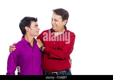2 indische Vater und seinem kleinen Sohn Caring - Stockfoto